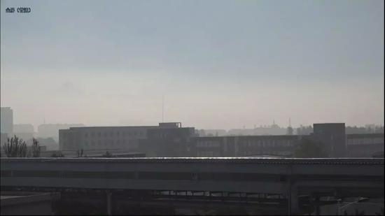 凌钢的出产车间,远处的建造,是第三牢狱。新京报记者孙旗摄