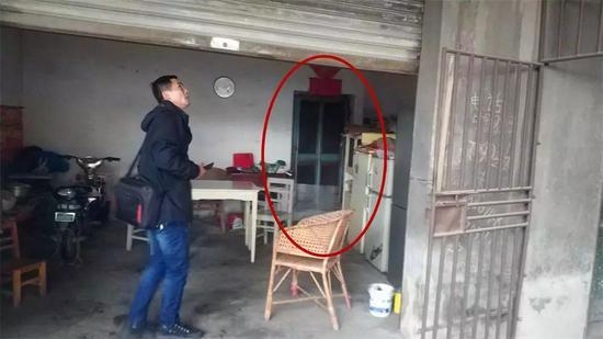 温海萍回到邓晓艳曾居住的地方(红色区域为卧室)