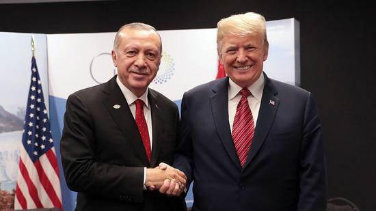 G20领导人峰会期间,特朗普与埃尔众安举走座谈。(图:视觉中国)
