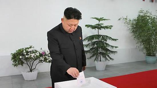 2014年,金正恩参加朝鲜第13届最高人民会议代议员选举投票。(KBS新闻)