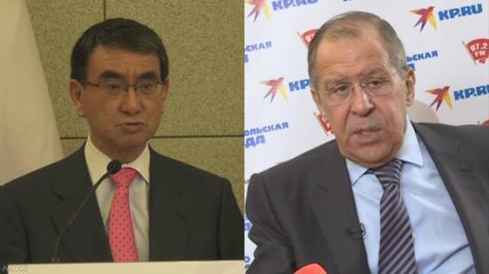 日本外相河野太郎(左)和俄罗斯外长拉夫罗夫(NHK电视台)