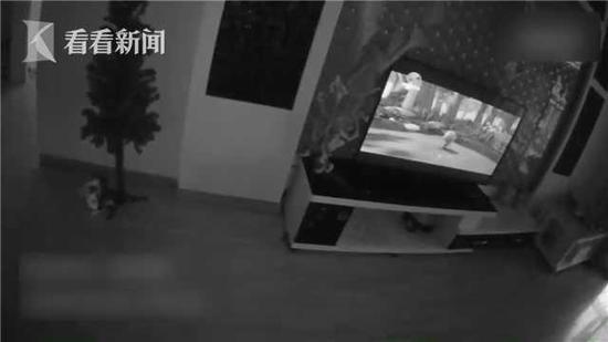 奶奶被困洗手间 3岁萌娃奶声奶气报警救奶奶引关注