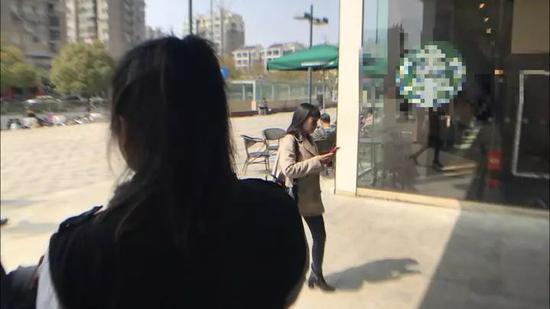 陈丹向记者讲述她的珍爱网经历