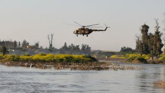 伊拉克:摩苏尔超载渡轮沉没近百人死亡