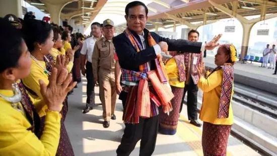 自编自唱8首歌:泰国总理巴育为赢得大选也是拼了