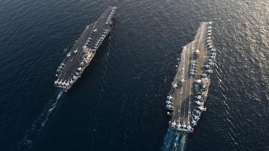 """美國""""林肯""""號和""""斯坦尼斯""""號航空母艦照片(圖源:RT)"""
