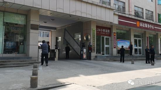 """▲5月9日,""""莱芜暴力袭医案""""在莱芜区法院二审开庭。新京报记者 齐超 摄"""