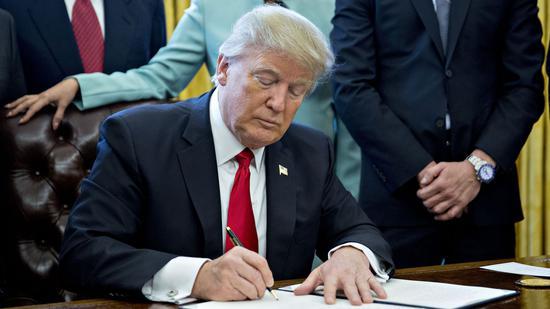 (5月15日特朗普签署行政命令宣布美国进入紧急状态)