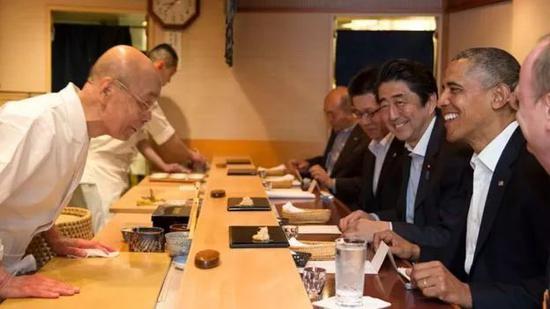 Via White House; 2014年奥巴马访问,日本吃寿司的画面