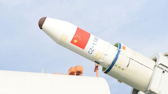△长征十一号准备海上发射