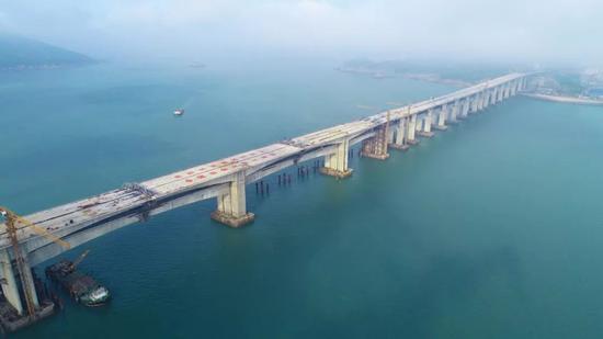 △最后一个连续刚构公路梁浇筑完成
