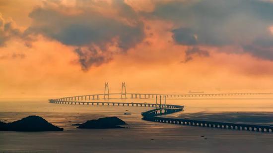 港珠澳大桥中的两座斜拉桥。摄影师@黄昆震