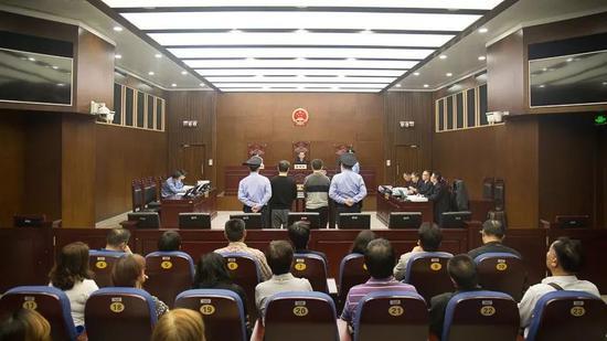 本文图均为上海一中法院微信公众号 图