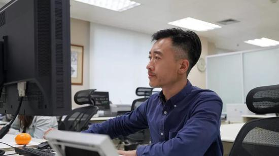 图为中国印钞造币总公司钞票设计专家于欣