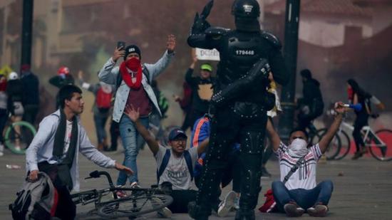 骚乱持续 哥总统:安全部队将留在街头维持秩序
