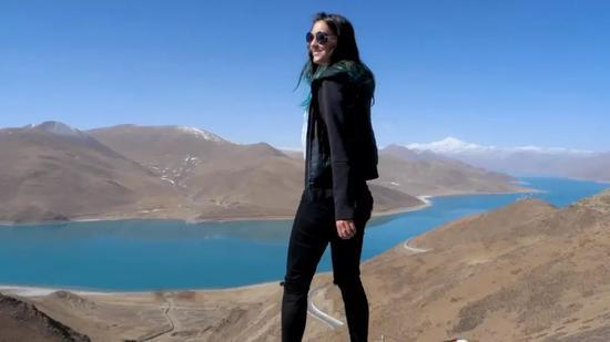 ▲Poppy在西藏(视频截图)