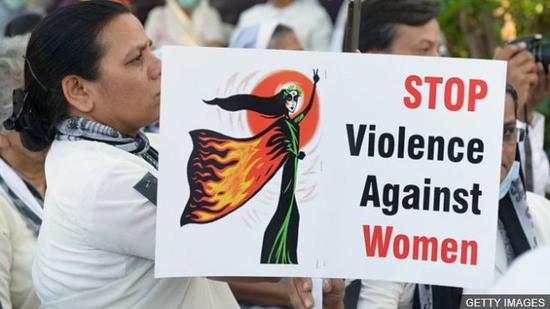 印度民多抗议针对女性的暴力事件(BBC)