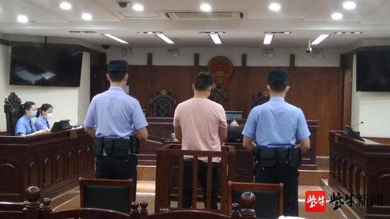 叉车违规操作案开庭 被告人违规致一人被砸身亡