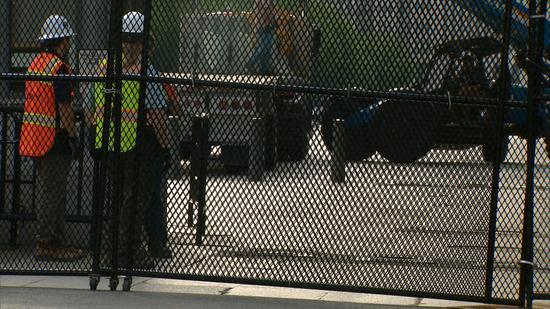 【蜗牛棋牌】白宫安保再升级:2.5米铁丝网外 又加固水泥墩(图)