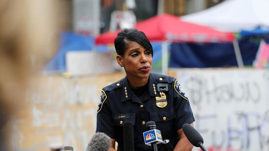 美国西雅图将削减警察薪水首名黑人