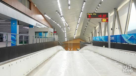△来自新疆的哈萨克族雪橇选手居巴依正在训练中。(总台央视记者王鹏飞、国广记者李晋拍摄)