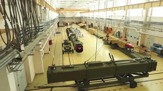 """俄媒公布的""""海燕""""巡航导弹生产车间(图源:环球网)"""