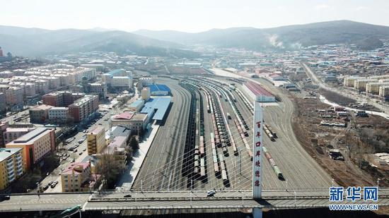 这是3月31日拍摄的绥芬河站南场,中欧班列从这里出入境(无人机照片)。新华社记者 王建威 摄