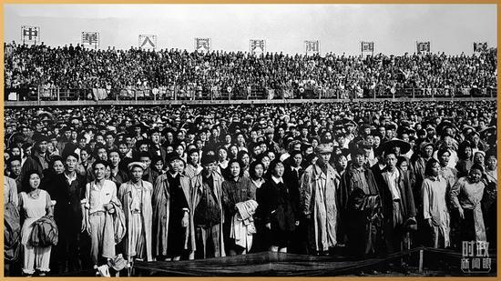 △1951年6月30日,庆祝中国共产党成立30周年大会在北京先农坛体育场举行。(资料图)