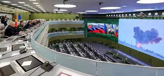 """▲在2018年的一次检验中,俄罗斯的""""前锋""""号是用火箭发射的。观众包括俄罗斯总统普京(Vladimir Putin),他宣告超音速武器现已投入运用"""