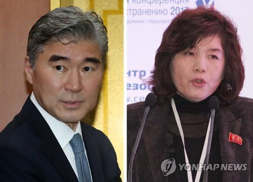 美国驻菲大使金成(左)与朝鲜外务省副相崔善姬 图片来源:韩联社