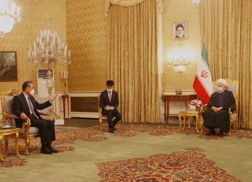 3月27日,伊朗总统鲁哈尼在德黑兰会见王毅