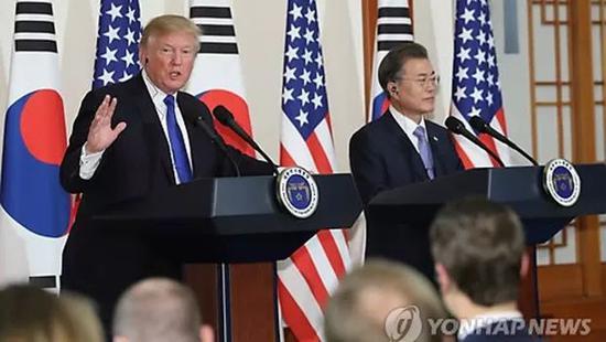 ▲原料图片:2017年11月7日,在青瓦台,韩国总统文在寅和特朗普说相符召开记者会。(韩联社)