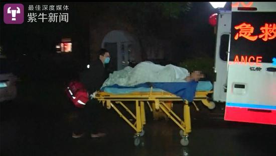 吕小康被送往急救