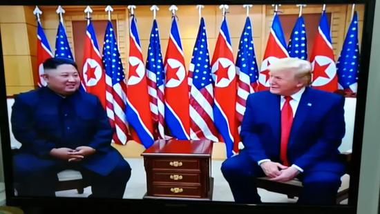7月1日,朝鲜中央电视台播放朝美领导人板门店会晤的新闻纪录片。新华社记者程大雨摄