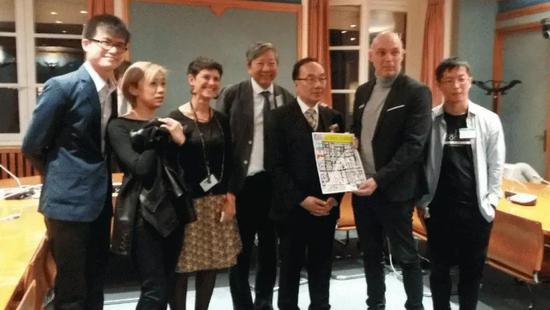 李卓人(左四)等去欧洲卖港。