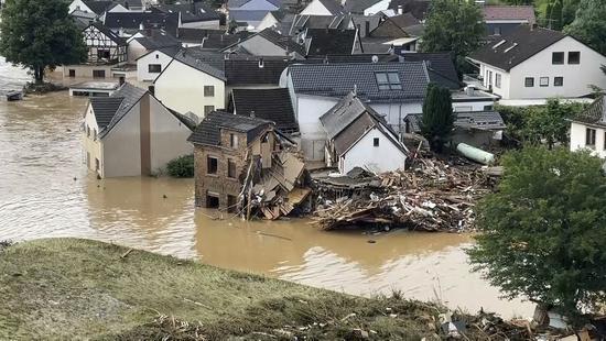 福建永安一村民在建房坍塌 致8人遇难