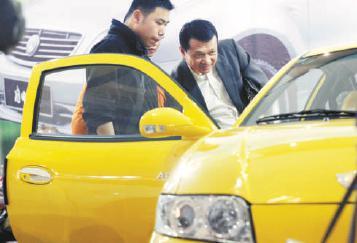 2007北京汽车展销会上,家用经济型轿车唱主角。孙戉/摄