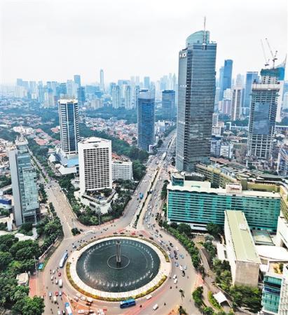 """印尼首都雅加达中心地区——""""大转盘""""鸟瞰。田 原摄"""