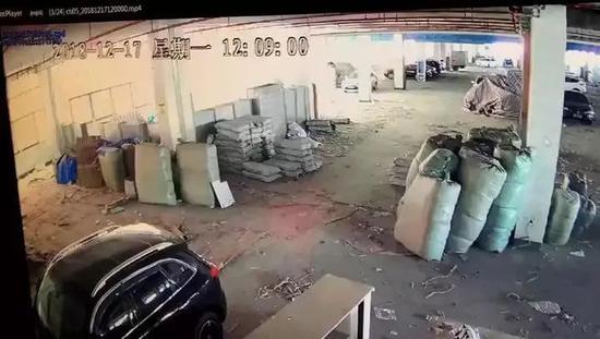 堆放货物的停车场