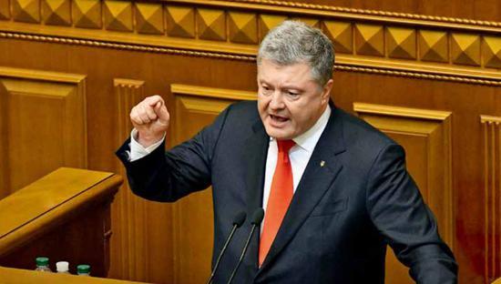2018年11月26日,乌克兰总统波罗申科在议会主要会议上说话,请求执走戒厉。