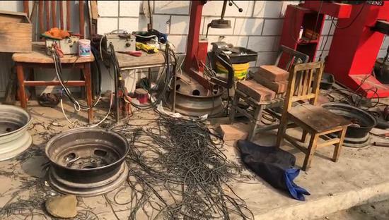 ▷地下作坊内的轮胎翻新设备