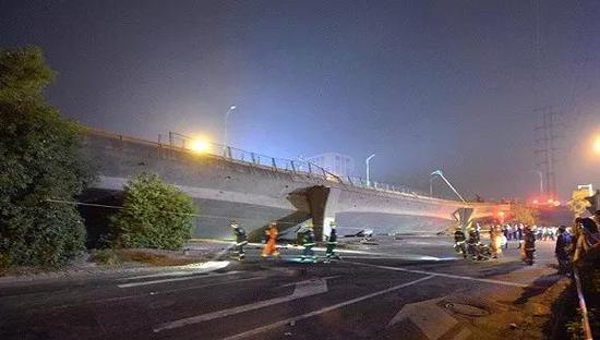 江苏无锡高架桥垮塌事故现场(来源:VCG)