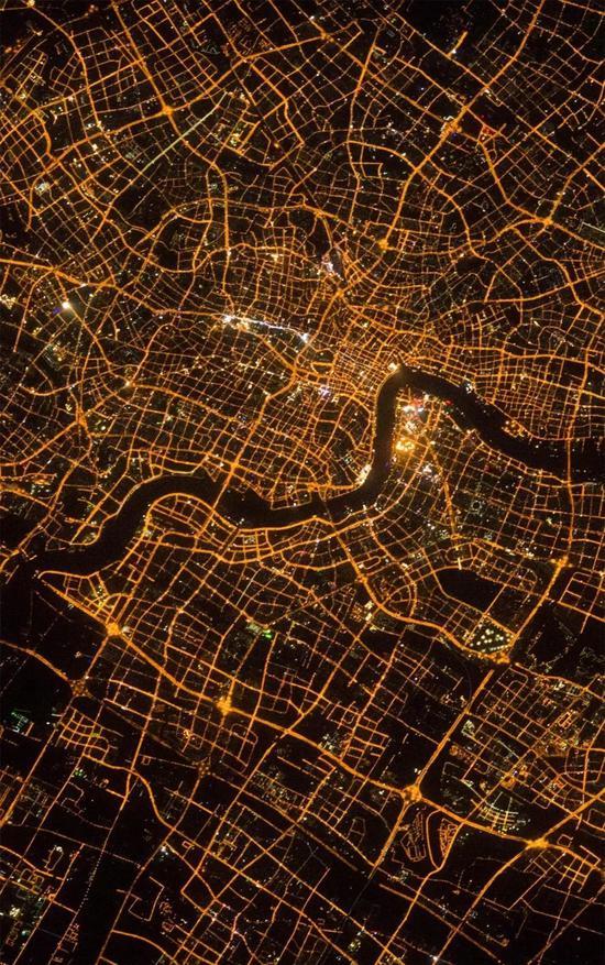 从太空中俯瞰上海夜景(图源NASA)