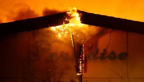 添州山火荼毒美国添州天国镇。(图源:CNN)