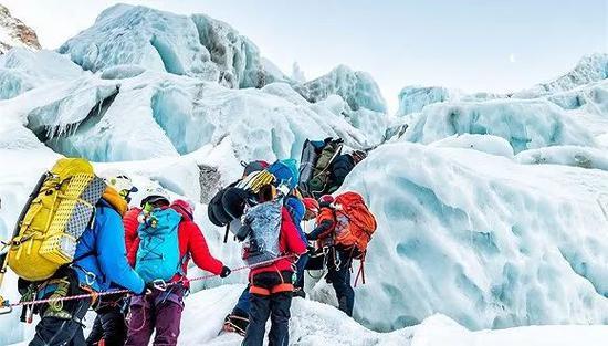 登珠峰是一趟充满未知、艰苦甚至死亡的旅程。(图片来源:范波)