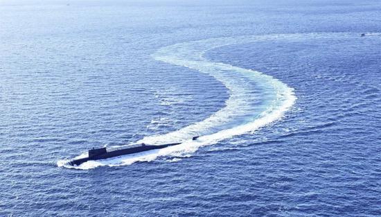 中國海軍某新型戰略核潛艇。攝影/胡鍇冰