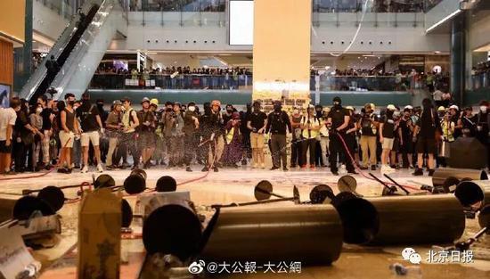 9月22日,大批滋事者到沙田新城市广场非法集会。(资料图 来源:大公报)