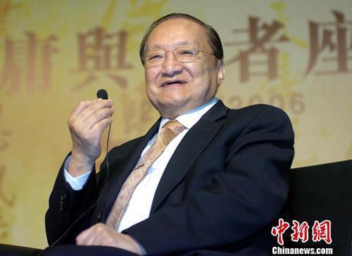 资料图片:香港著名作家查良镛(金庸)。中新社记者 王丽南 摄
