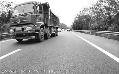 事发时的大货车。