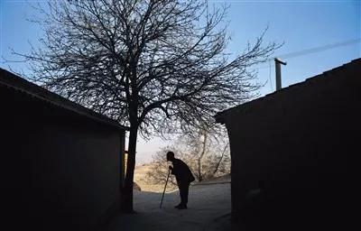 ▲曳碾村的20户人家,外出人口过半,留守人口约35人,其中七八十岁的有15人。